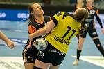 Katarína Kostelná tvrdě narazila do obrany švédského Sävehofu. O víkendu ji to čeká znovu, ale ještě před tím pocestuje se svým týmem do Poruby.