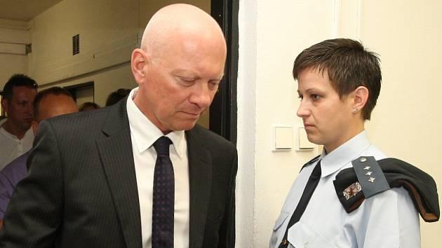 Bývalý náměstek hejtmana a někdejší mostecký zastupitel Pavel Kouda před soudním projednáváním kauzy ROP Severozápad v září 2014.