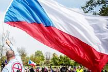 Prvomájový průvod proti islamizaci v Praze, květen 2016. Příznivci se potkají 28. září v Mostě.