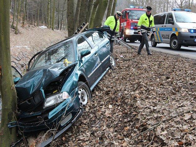 Nehoda na silnici mezi Mezibořím a Litvínovem.