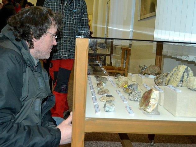 V mosteckém muzeu začala unikátní výstava minerálů.