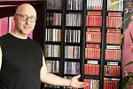 Jan Kubů je vášnivým sběratelem nosičů s písničkami Karla Gotta. Rodák z Duchcova žije v Litvínově.
