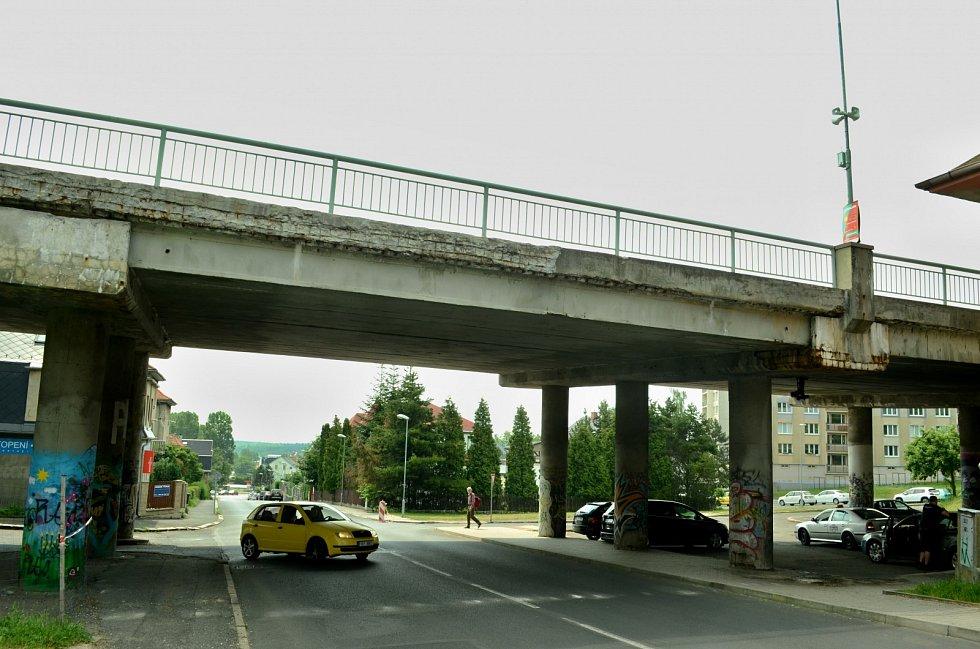 Most v Mezibořské ulici v Litvínově na snímku z roku 2019.