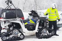 Speciální policejní vozidlo v Krušných horách na Mostecku.