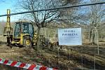 V parku Šibeník v Mostě začala výstavba lanového centra, takzvaného 3D bludiště.
