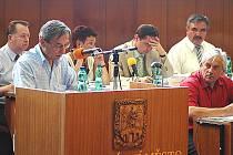 Jednání mosteckých zastupitelů.