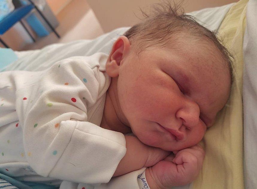 Kateřina Klimešová se narodila 13. srpna ve 23.38 hodin rodičům Michaele Papežové a Václavu Klimešovi. Měřila 50 cm a vážila 4,02 kilogramu.