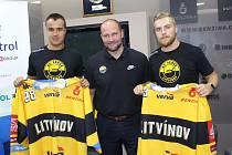 Nové litvínovské posily – Karel Kubát a Adam Jánošík (vpravo), který nastoupil v prvním přípravném zápase proti Spartaku Moskva.