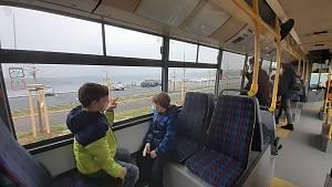 K jezeru Most začal 1. května jezdit autobus linky 16.