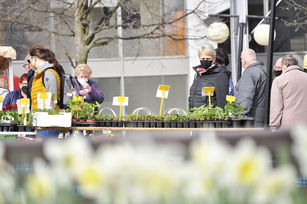 Farmářský trh na 1. náměstí v Mostě v sobotu 24. dubna.