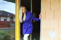 Olga Šrůtová se těšila na nový dům v Mostě. Před jeho dokončením se obává, že klidnou čtvrť omezí těžba.
