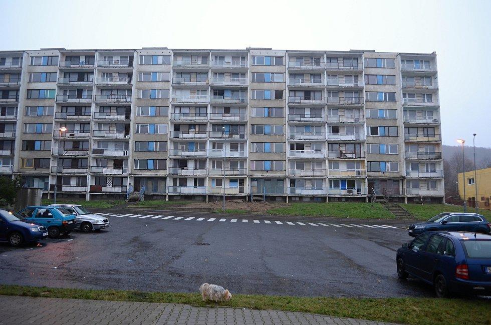 V Janově se bude na jaře bourat panelák v ulici Gluckova č. p. 271 - 276.