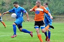 Fotbalisté Meziboří (v oranžovém) doma těsně 2:1 porazili Březiny.