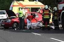 Motorkář střet s osobním autem nepřežil