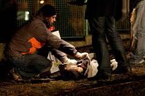 Oběšený mladý muž visel na kabelu uprostřed mosteckého sídliště