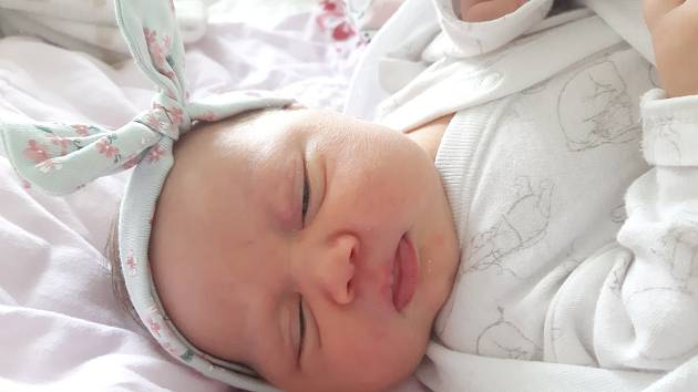 Eleanor Raisrová se narodila mamince Barboře Raisrové z Mostu 23. října v 9.01 hodin. Měřila 46 cm a vážila 3,52 kilogramu.