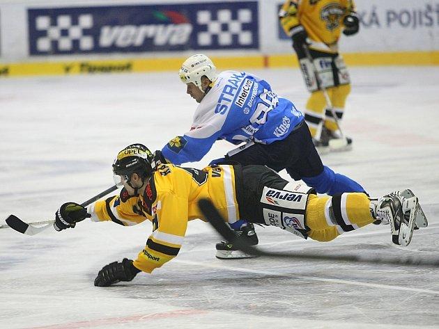 Zápas mezi Litvínovem (ve žlutém) a Plzní.