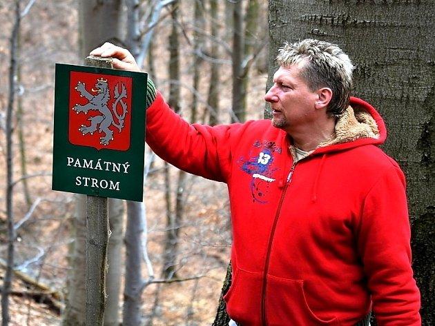 Předseda občanského sdružení pro záchranu oseckého hradu Rýzmburk Jiří Kučera ví, že obnova vyžaduje spoustu času a investic.