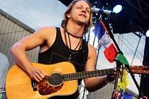 Tomáš Klus zítra zahraje v Mostě na hipodormu v rámci festivalu Rozmarné léto.