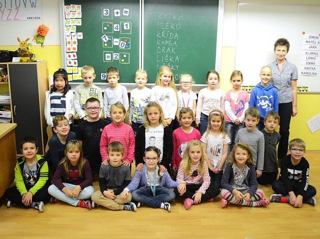 Žáci 1.AZákladní školy srozšířenou výukou jazyků Litvínov střídní učitelkouIvanou Hvozdovou.