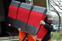 V kině Kosmos v Mostě začne ve čtvrtek instalace dovezených novějších sedaček.