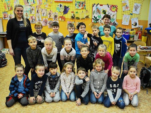Žáci 1.C Základní školy Litvínov - Ruská střídní učitelkou Evou Mariničovou a asistentkou pedagoga Lucií Tvrzníkovou.