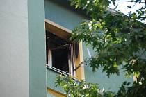 Blok 93 v Mostě, kde hořelo v bytě.