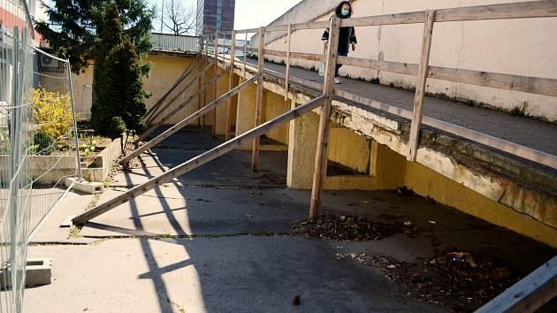 Rampa pro chodce u Severu se zbourá