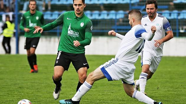 Mostecký Baník (v zeleném) v minulém kole zaznamenal první porážku v sezoně.
