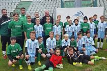 Společná fotka mosteckého a německého týmu po zápase.