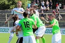V prvním zápase nové sezony baníkovci (v zeleném) vyválčili bod v Karviné.
