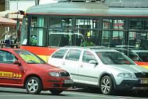 Střet auta a tramvaje v Mostě v úterý 8. září.