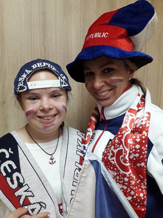 Žaneta Tomášková s dcerou Kristýnou z Litvínova si fandění pořádně užily