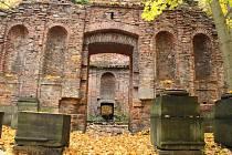 K hojně navštěvovaným místům po celý rok patří Čertova kaple u zámku Jezeří.