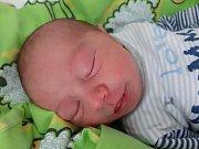 Adam Cisár se narodil mamince Lence Miškolciové z Meziboří 25. května ve 14.10 hodin. Měřil 50 cm a vážil 3,62 kilogramu.