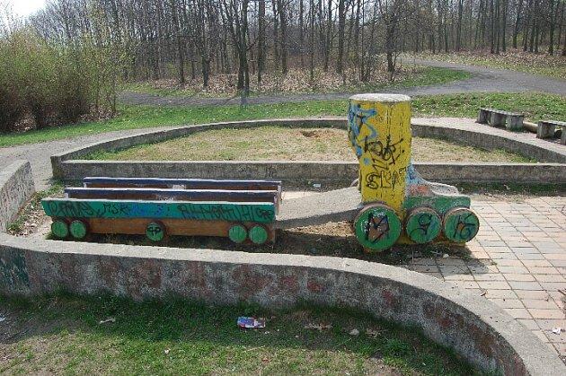 Dnes již zbouraná místa vparku Šibeník vMostě.