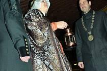 Svatá Barbora nesla své světlo mosteckému primátorovi. Doprovázel ji průvod havířů.