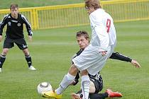 Dorostenci FK Baník Most (v černých dresech) v tomto víkendu nehrají.