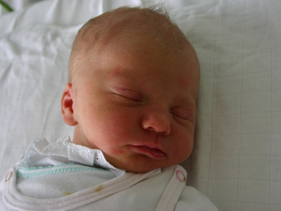Mamince Renatě Resselové z Most se 22. prosince ve 13.35 hodin narodil syn Adam Petrů. Měřil 50 centimetrů a vážil 3,4 kilogramu.