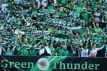 Fanoušci maďarského velkoklubu z Györu na chomutovském zimním stadionu, kde svému týmu vytvořili pekelnou atmosféru.