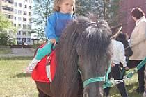 Děti se vozily na ponících ze Selslkého dvora v Braňanech.