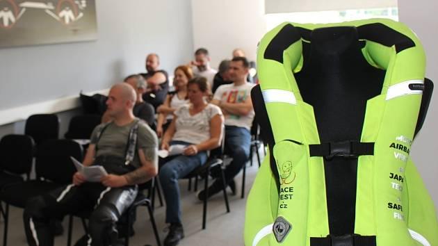 Mostecký polygon hostil o víkendu již potřetí populární bezplatný kurz pro motorkáře.