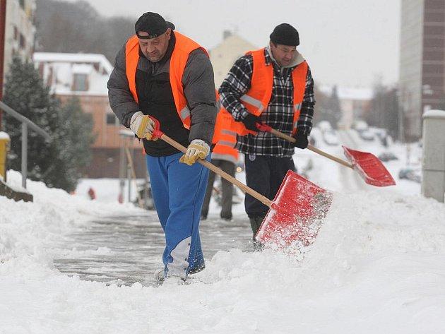 Úklid sněhu v Janově.
