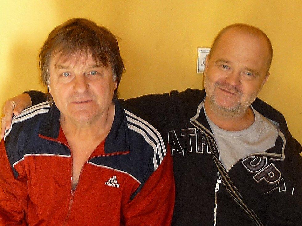 Trenér a boxer Jaroslav Horák (vpravo) se svým kolegou a kamarádem Jaroslavem Balínem.