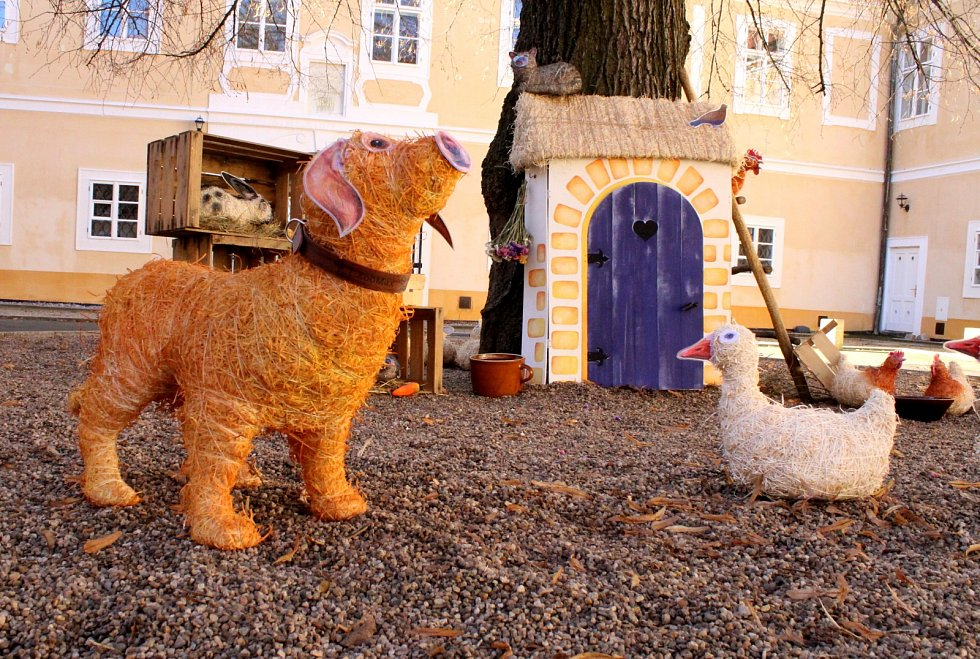 V Litvínově na zámku je jarní fotokoutek se zvířátky.