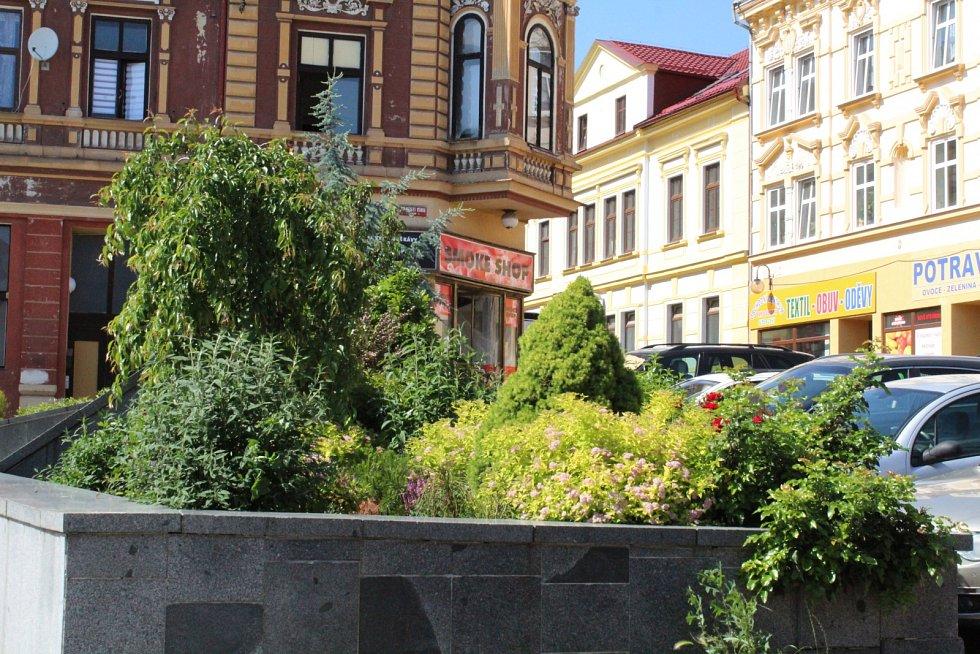 Co je nového? Procházka po náměstí Míru v Litvínově.