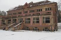 O budovy v areálu se řadu let nikdo nestará. Jejich stav tomu plně odpovídá.