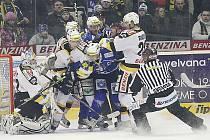 Litvínov (v bílém) je ve čtvrtfinále. Vyřadil Plzeň.