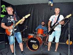 Petr Hanica, Jiří Filípek a Václav Purchart (zleva) při veřejné zkoušce v hudebním klubu Rokáč