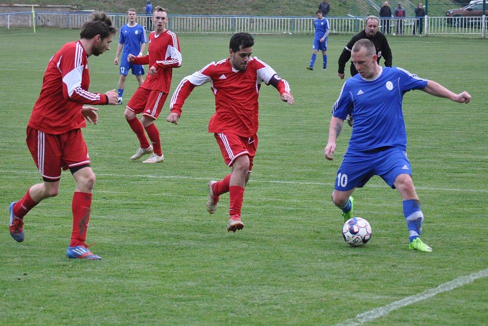 Fotbalové Kopisty (v červeném) o víkendu slaví stoleté výročí klubu.